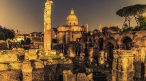 locandina di Fori Imperiali a Roma, passeggiate serali e visite al museo multimediale
